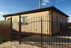 Дом 100 кв.м. на 3 сот. 2500Р в п. Берёзовом